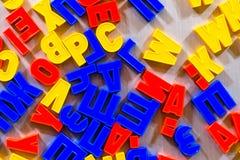 Buchstaben für das Unterrichten Kind-kyrillisch oder lateinisch stockfoto