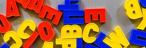 Buchstaben für das Unterrichten Kind-kyrillisch oder lateinisch lizenzfreies stockfoto