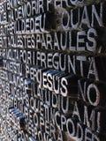 Buchstaben im Metall Stockbilder