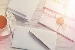 Buchstaben mit Dichtung auf Tabelle Lizenzfreies Stockbild