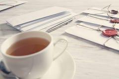 Buchstaben mit Dichtung auf Tabelle Lizenzfreie Stockbilder