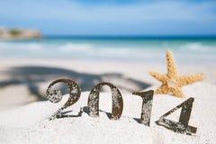 2014 Buchstaben mit Starfish, Ozean, Strand und Meerblick Stockfotos