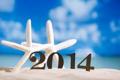 2014 Buchstaben mit Starfish, Ozean, Strand und Meerblick, flach Lizenzfreie Stockfotos