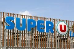 Buchstaben Superu auf einem Supermarkt in Paris Lizenzfreies Stockfoto