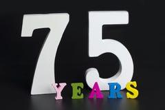 Buchstaben und Zahlen-siebzig-fünf auf dem schwarzen Hintergrund Stockfoto
