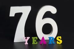 Buchstaben und Zahlen-siebzig-sechs auf einem schwarzen Hintergrund Lizenzfreie Stockbilder