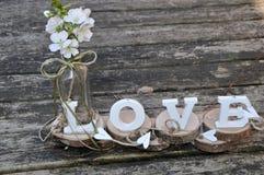 Buchstaben, welche die Wortliebe formulieren Stockfoto