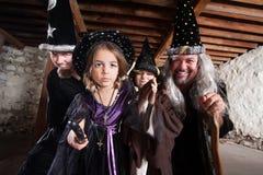 Buchstabieren Sie Casting-Familie Stockbild