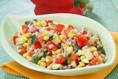 Buchstabierter Salat mit Gemüse Lizenzfreies Stockbild