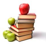 Buchstapel mit Apfel Stockbild