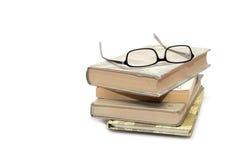 Buchstapel mit Brillen Lizenzfreie Stockfotografie