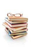 Buchstapel mit Gläsern Lizenzfreie Stockfotografie