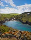 Bucht bei PortQuin, Cornwall, Großbritannien stockfotografie