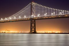 Bucht-Brücke Sans Francisco-Oakland, Nacht Stockbilder