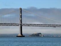 Bucht-Brücke und Alcatraz-Insel Stockbild