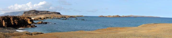 Bucht in der kleinen Insel von Djeu-Kette Lizenzfreie Stockbilder