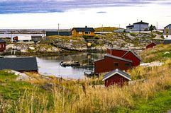 Bucht des Fischens, Boote am Liegeplatz auf Ufer Lizenzfreie Stockbilder