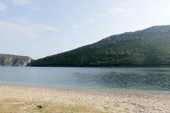 Bucht im Ägäischen Meer in Griechenland Stockfotos