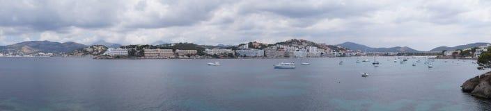Bucht mit Yachten in Mallorca stockfotos