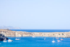 Bucht nahe der Stadt in Griechenland Stockbild