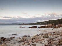 Bucht nahe Kanal schaukelt bei Sonnenuntergang, West-Australien lizenzfreies stockbild
