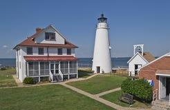 Bucht-Punkt-Leuchtturm lizenzfreie stockbilder