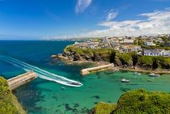 Bucht und Hafen von Portisaac mit Lieferung, Cornwall Stockbild