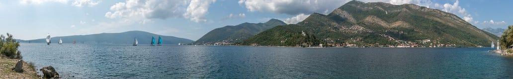 Bucht von Kotor im adriatischen Meer montenegro regatta stockfotos