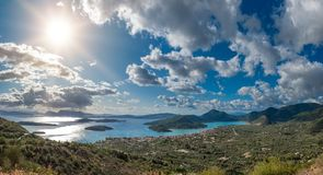 Bucht von Nidri in Lefkas-Insel lizenzfreies stockbild