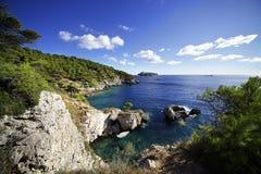 Bucht von Pigno Heilig-Domino-Insel r lizenzfreie stockfotos