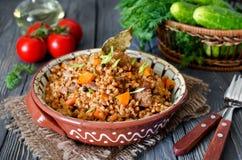 Buchweizen mit Fleisch und Gemüse Lizenzfreie Stockfotografie