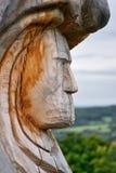 Bucina, republika czech - Wrzesień 09, 2017: nowa drewniana statua na górze Bucina wzgórza przy początkującą jesienią czeską Obraz Stock