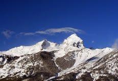 Buck Mountain med det wispy cirrusmolnmolnet som uppe i luften blåser i den storslagna Teton bergskedjan i den storslagna Tetons  royaltyfria bilder