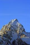 Buck Mountain på solnedgången med cirrusmolnmoln som är över huvudet i den storslagna Teton bergskedjan i den storslagna Tetons n fotografering för bildbyråer
