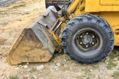 bucket il mini escavatore al cantiere, primo piano fotografia stock libera da diritti