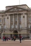 Buckhingham-Palast in London, Ansicht von der Straße Stockfotografie
