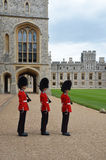 Buckimgam宫殿-女王的卫兵 免版税库存图片
