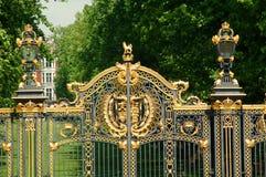 buckingham给宫殿装门 免版税库存照片