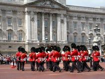 buckingham更改的卫兵宫殿 免版税库存照片