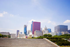 Buckingham fountain and the Chicago Skyline Royalty Free Stock Images