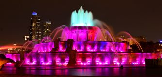 Buckingham Fountain at Night. Buckingham Fountain is a Chicago landmark in the center of Grant Park. Dedicated in 1927, it is one of the largest fountains in the