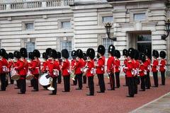 Buckingham Palace-Ändern des Schutzes - London bedeutendes event-2 lizenzfreie stockbilder