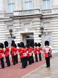 Buckingham Palace-Ändern des Schutzes - London bedeutendes event-4 lizenzfreie stockbilder