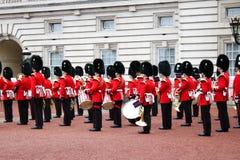Buckingham Palace-Ändern des Schutzes - London bedeutendes event-5 lizenzfreies stockfoto
