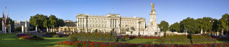 Buckingham Palace. And Victoria Memorial in London, home to the Queen of England. Panoramic image with clear sky Stock Photo