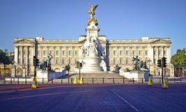 Buckingham Palace. And Victoria Memorial in London, home to the Queen of England. Clear deep blue summer sky Stock Photo
