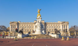 Buckingham Palace from behind Victoria Memorial Royalty Free Stock Photography