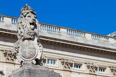 Buckingham Palace brama - lew Obraz Stock