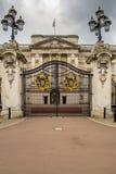Buckingham Palace bramy w Londyn w wczesnym poranku Fotografia Royalty Free