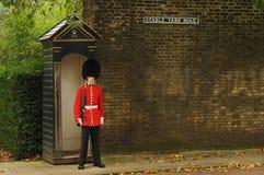 Buckingham Palace centrala London, UK - September 30th, 2012 royaltyfri bild